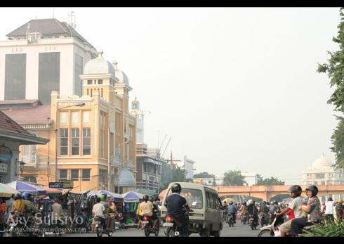 Suasana Jl. Pahlawan di Minggu pagi