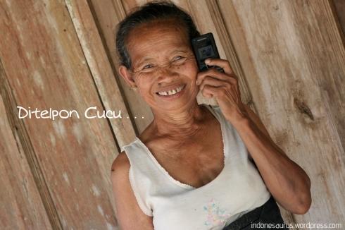 Ditelpon Cucu . . .